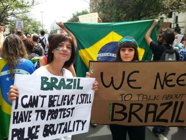 Foto da passeata de Berlim em apoio aos protestos no Brasil